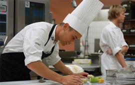 Ассортимент профессиональной посуды для зала и кухни, позволяющий укомплектовать как VIP ресторан, так и демократичное студенческое кафе.
